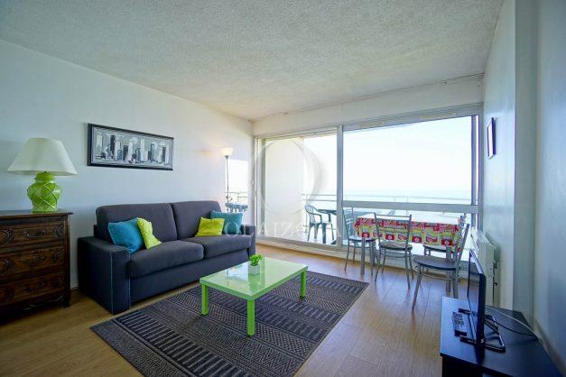 location-vacances-biarritz-vue-mer-anglet-studio-face-phare-terrasse-parking-009