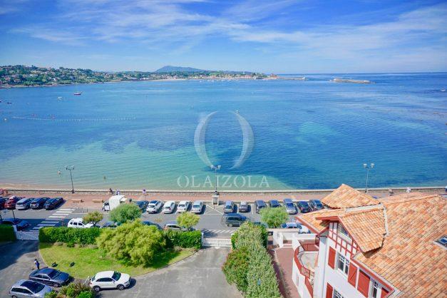 location-vacances-saint-jean-de-luz-appartement-vue-mer-sur-la-baie-sainte-barbe-terrasse-dernier-etage-parking-plage-a-pied-flot-bleu-002
