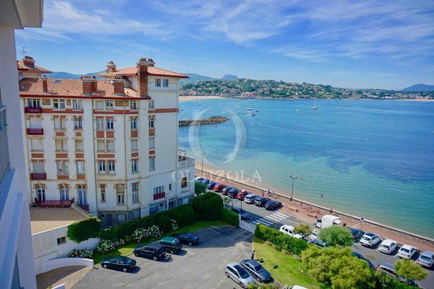 location-vacances-saint-jean-de-luz-appartement-vue-mer-sur-la-baie-sainte-barbe-terrasse-dernier-etage-parking-plage-a-pied-flot-bleu-004