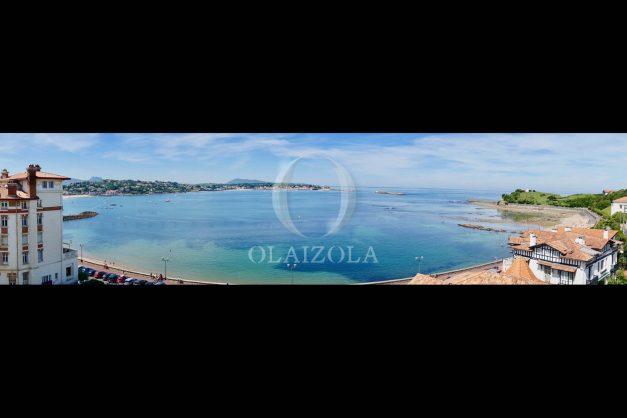 location-vacances-saint-jean-de-luz-appartement-vue-mer-sur-la-baie-sainte-barbe-terrasse-dernier-etage-parking-plage-a-pied-flot-bleu-010