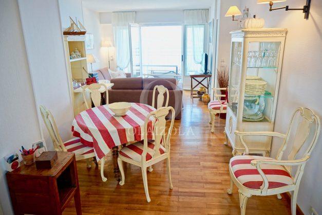 location-vacances-saint-jean-de-luz-appartement-vue-mer-sur-la-baie-sainte-barbe-terrasse-dernier-etage-parking-plage-a-pied-flot-bleu-015