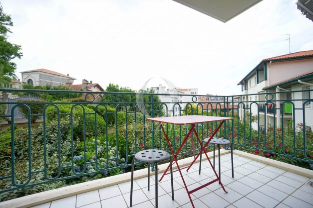 location-vacances-biarritz-centre-ville-studio-terrasse-parking-securise-garage-plage-a-pied-2019-002