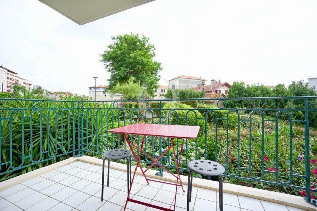 location-vacances-biarritz-centre-ville-studio-terrasse-parking-securise-garage-plage-a-pied-2019-003