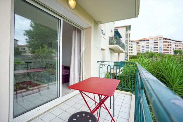 location-vacances-biarritz-centre-ville-studio-terrasse-parking-securise-garage-plage-a-pied-2019-005