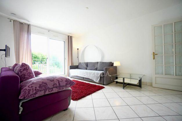 location-vacances-biarritz-centre-ville-studio-terrasse-parking-securise-garage-plage-a-pied-2019-009