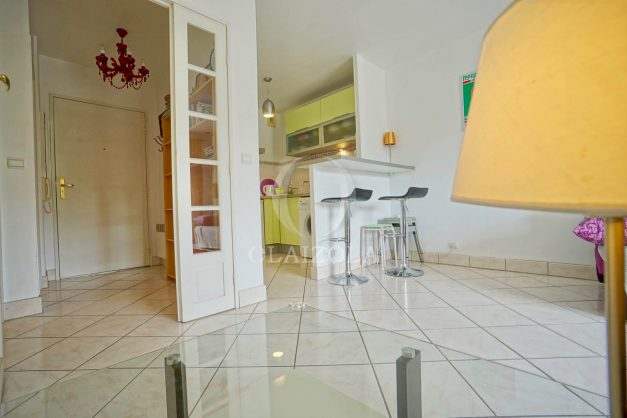 location-vacances-biarritz-centre-ville-studio-terrasse-parking-securise-garage-plage-a-pied-2019-012