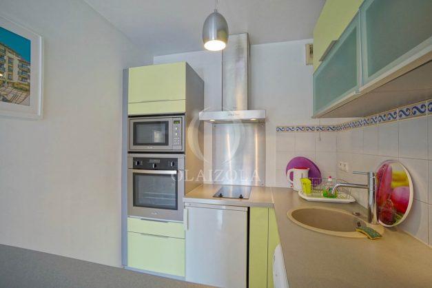 location-vacances-biarritz-centre-ville-studio-terrasse-parking-securise-garage-plage-a-pied-2019-014