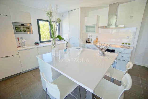 location-vacances-biarritz-appartement-anglet-residence-anadara-parking-2-chambres-2-terrasses-ensoleillee-moderne-021