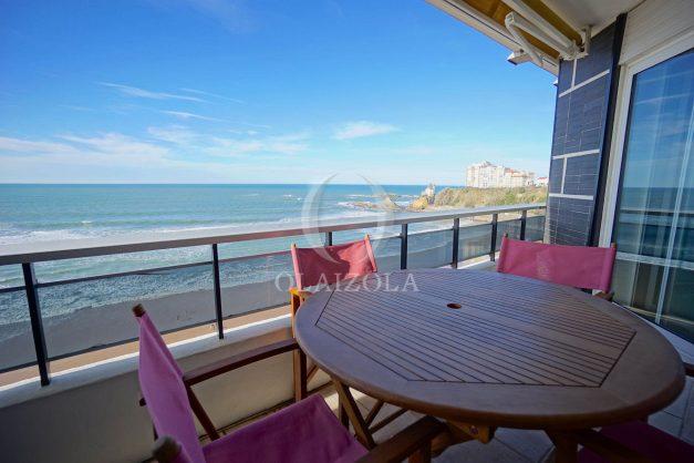 location-vacances-studio-biarritz-côte-des-basques-vue-mer-exceptionelle-plage-a-pied-001