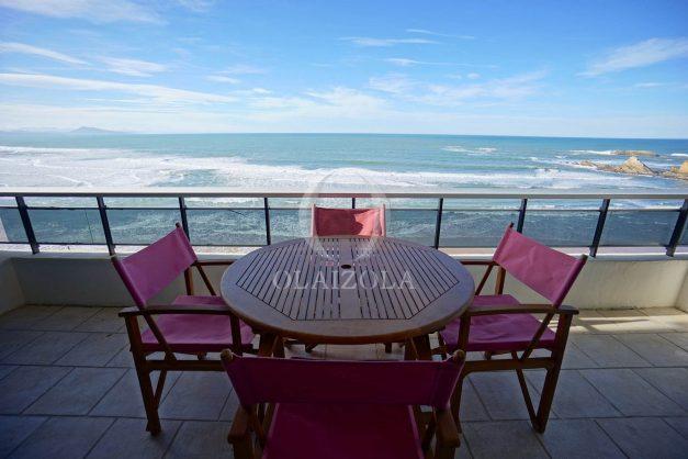 location-vacances-studio-biarritz-côte-des-basques-vue-mer-exceptionelle-plage-a-pied-002
