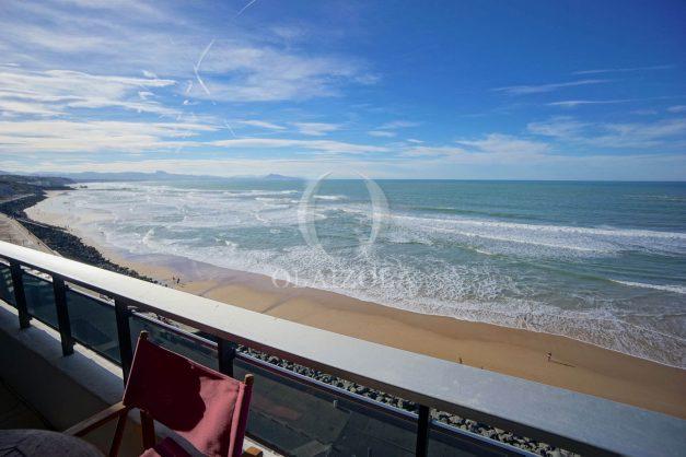 location-vacances-studio-biarritz-côte-des-basques-vue-mer-exceptionelle-plage-a-pied-005