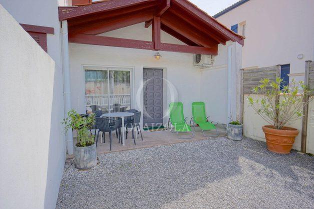 location-vacances-biarritz-beaurivage-terrasse-parking-maison-t2-côte-des-basques-plage-a-pied-001