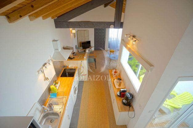 location-vacances-biarritz-beaurivage-terrasse-parking-maison-t2-côte-des-basques-plage-a-pied-021