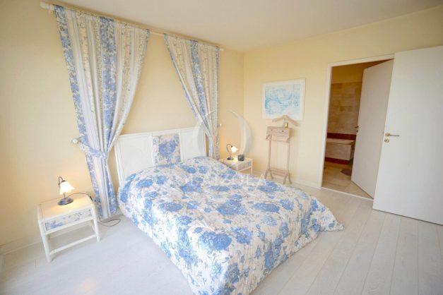 location-vacances-T4-Bidart-ilbarritz-roseraie-vue-mer-plage-parking-piscine-terrasse-balcon-ensoleillee-015