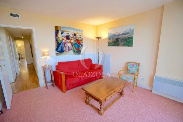 location-vacances-T4-Bidart-ilbarritz-roseraie-vue-mer-plage-parking-piscine-terrasse-balcon-ensoleillee-017