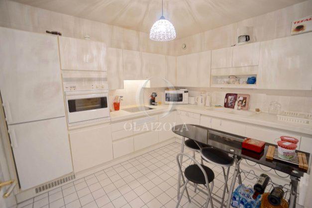 location-vacances-T4-Bidart-ilbarritz-roseraie-vue-mer-plage-parking-piscine-terrasse-balcon-ensoleillee-019