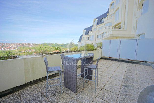 location-vacances-T4-Bidart-ilbarritz-roseraie-vue-mer-plage-parking-piscine-terrasse-balcon-ensoleillee-028