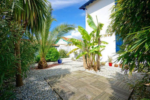 location-vacances-biarritz-villa-proche-plage-terrasse-parking-phare-golf-limite-anglet-plein-sud-014