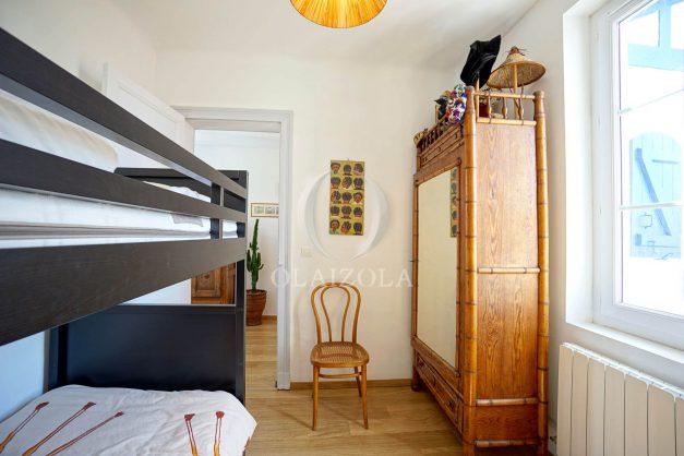 location-vacances-biarritz-villa-proche-plage-terrasse-parking-phare-golf-limite-anglet-plein-sud-042