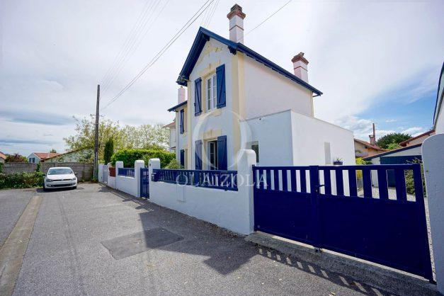location-vacances-biarritz-villa-proche-plage-terrasse-parking-phare-golf-limite-anglet-plein-sud-045
