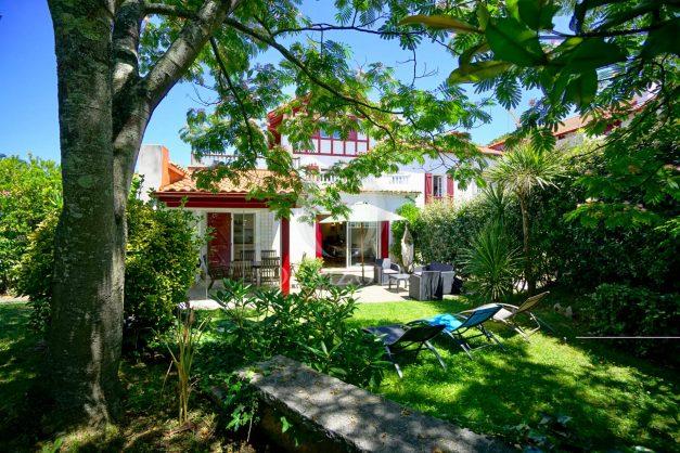 location-vacances-anglet-maison-vue-mer-chambre-d-amour-10-personnes-terrasses-parking-jardin-ensoleillee-2019-004