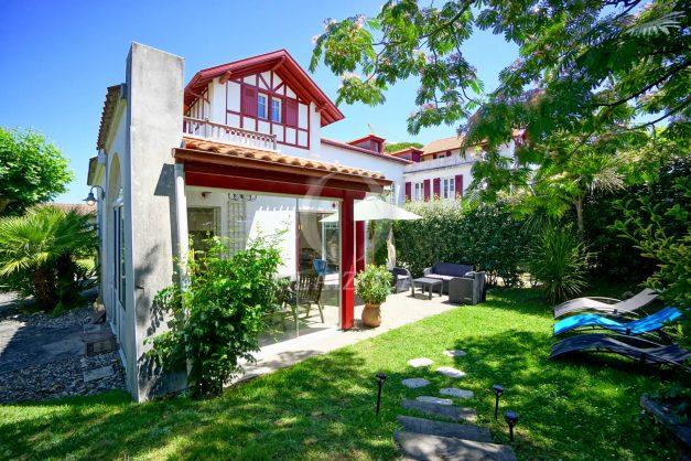 location-vacances-anglet-maison-vue-mer-chambre-d-amour-10-personnes-terrasses-parking-jardin-ensoleillee-2019-005