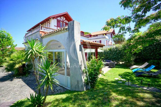 location-vacances-anglet-maison-vue-mer-chambre-d-amour-10-personnes-terrasses-parking-jardin-ensoleillee-2019-006