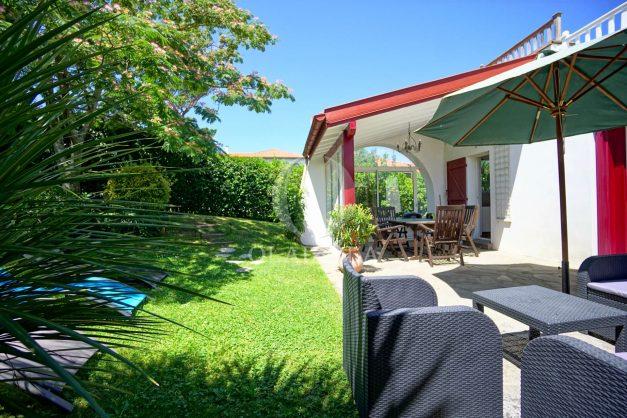 location-vacances-anglet-maison-vue-mer-chambre-d-amour-10-personnes-terrasses-parking-jardin-ensoleillee-2019-012