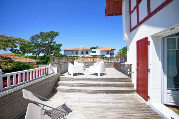 location-vacances-anglet-maison-vue-mer-chambre-d-amour-10-personnes-terrasses-parking-jardin-ensoleillee-2019-033