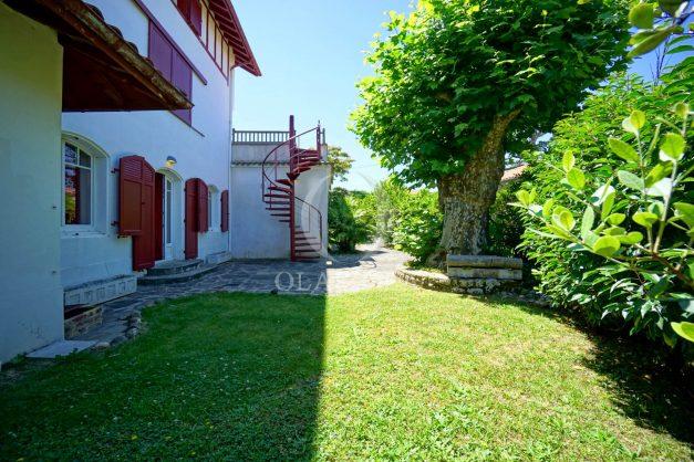location-vacances-anglet-maison-vue-mer-chambre-d-amour-10-personnes-terrasses-parking-jardin-ensoleillee-2019-050