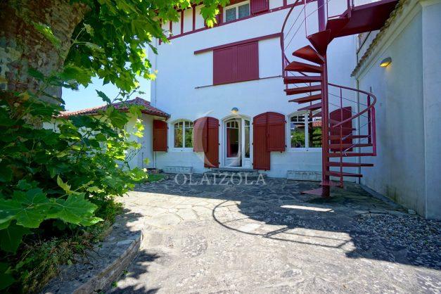 location-vacances-anglet-maison-vue-mer-chambre-d-amour-10-personnes-terrasses-parking-jardin-ensoleillee-2019-052