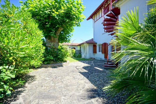 location-vacances-anglet-maison-vue-mer-chambre-d-amour-10-personnes-terrasses-parking-jardin-ensoleillee-2019-054
