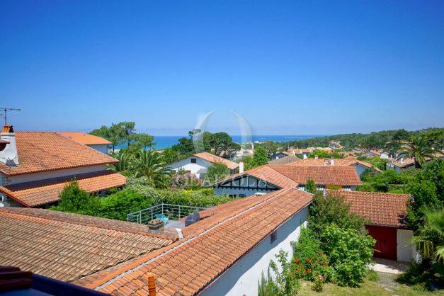 location-vacances-anglet-maison-vue-mer-chambre-d-amour-10-personnes-terrasses-parking-jardin-ensoleillee-2019-056