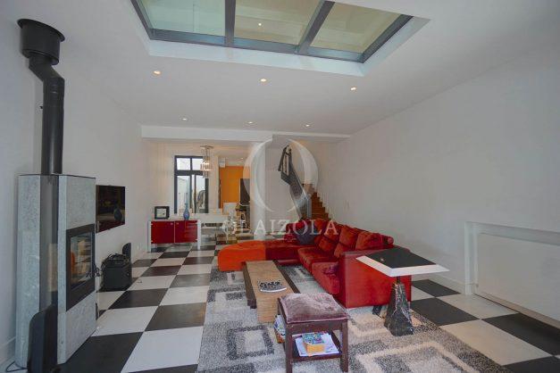 location-vacance-biarritz-centre-ville-renove-balcon-terrasse-plage-a-pied-jardin-public-ensoleillee-006