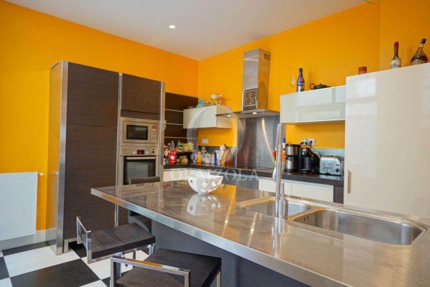 location-vacance-biarritz-centre-ville-renove-balcon-terrasse-plage-a-pied-jardin-public-ensoleillee-013