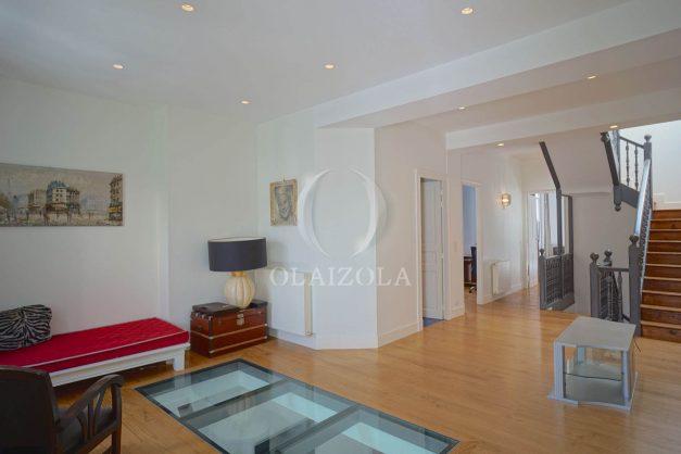 location-vacance-biarritz-centre-ville-renove-balcon-terrasse-plage-a-pied-jardin-public-ensoleillee-019