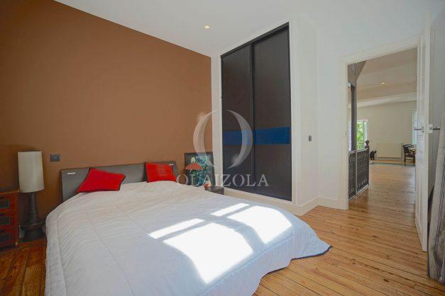 location-vacance-biarritz-centre-ville-renove-balcon-terrasse-plage-a-pied-jardin-public-ensoleillee-025