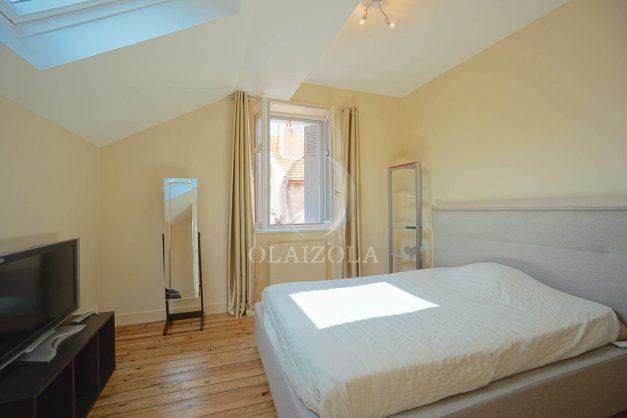 location-vacance-biarritz-centre-ville-renove-balcon-terrasse-plage-a-pied-jardin-public-ensoleillee-029