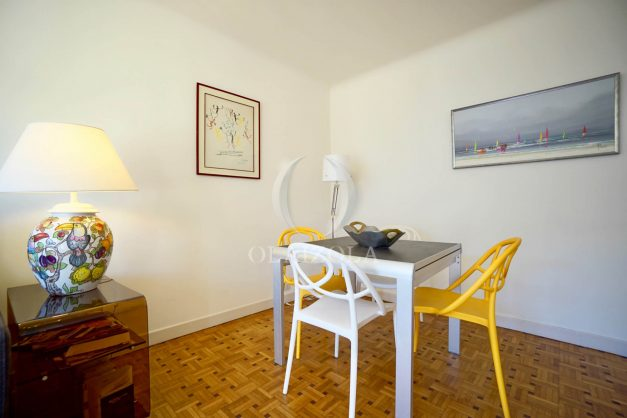 location-vacances-biarritz-appartement-centre-ville-grande-plage-a-pied-balcon-terrasse-ensoleillee-2021-008