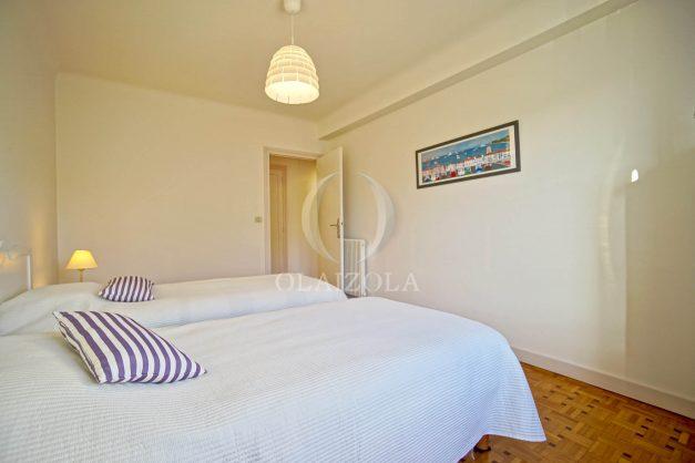 location-vacances-biarritz-appartement-centre-ville-grande-plage-a-pied-balcon-terrasse-ensoleillee-2021-018
