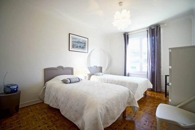 location-vacances-biarritz-appartement-centre-ville-grande-plage-a-pied-balcon-terrasse-ensoleillee-2021-019