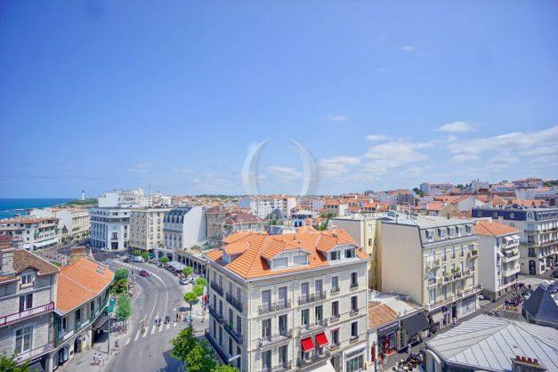 location-vacances-biarritz-appartement-renove-6eme-vue-mer-traversant-centre-ville-tout-a-pied-balcon-005