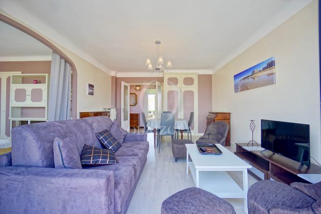 location-vacances-biarritz-appartement-renove-6eme-vue-mer-traversant-centre-ville-tout-a-pied-balcon-009