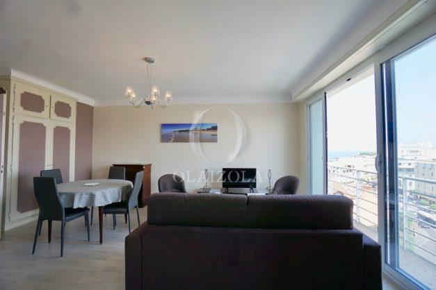 location-vacances-biarritz-appartement-renove-6eme-vue-mer-traversant-centre-ville-tout-a-pied-balcon-011