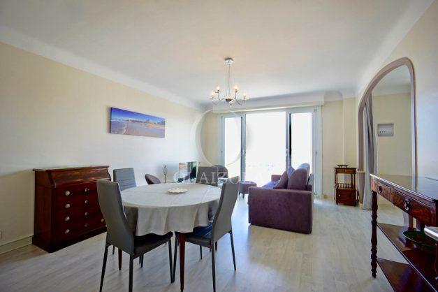location-vacances-biarritz-appartement-renove-6eme-vue-mer-traversant-centre-ville-tout-a-pied-balcon-012