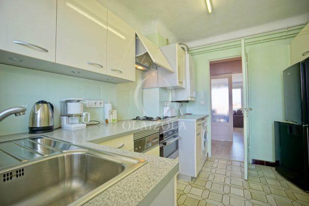 location-vacances-biarritz-appartement-renove-6eme-vue-mer-traversant-centre-ville-tout-a-pied-balcon-020