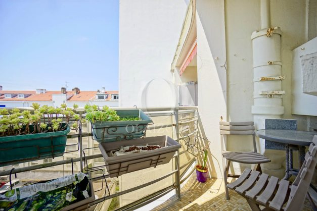 location-vacances-biarritz-appartement-renove-6eme-vue-mer-traversant-centre-ville-tout-a-pied-balcon-022