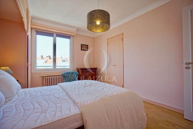 location-vacances-biarritz-appartement-renove-6eme-vue-mer-traversant-centre-ville-tout-a-pied-balcon-026