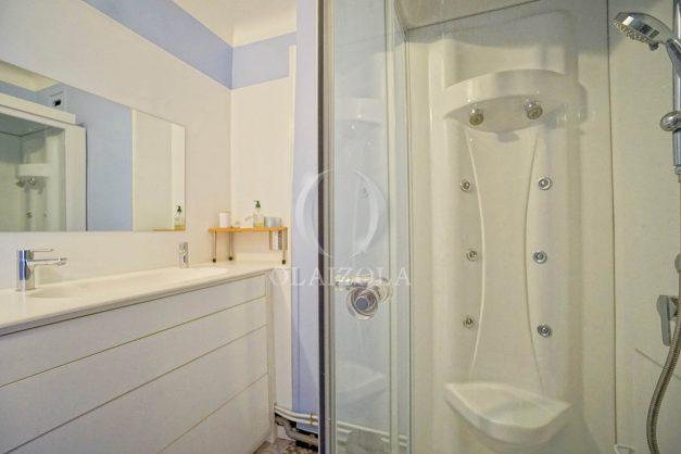 location-vacances-biarritz-appartement-renove-6eme-vue-mer-traversant-centre-ville-tout-a-pied-balcon-028