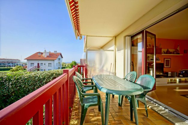 location-vacances-anglet-appartement-en-residence-chambre-d-amour-jardin-terrasse-rez-de-chausee-proche-plage-a-pied-vue-mer-2020-001